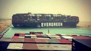 Caos nei trasporti per il blocco di Suez